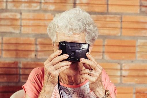 grandmother-923871__340